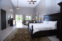 Master Guest King Bed Suite - Ramon's Side