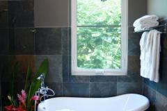 En Suite Bath - Ramon's Side